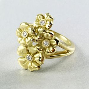 18k Yellow Gold And Diamond Ring